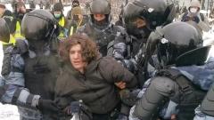 Опубликованы кадры жёстких задержаний на Сухаревской площади в Москве