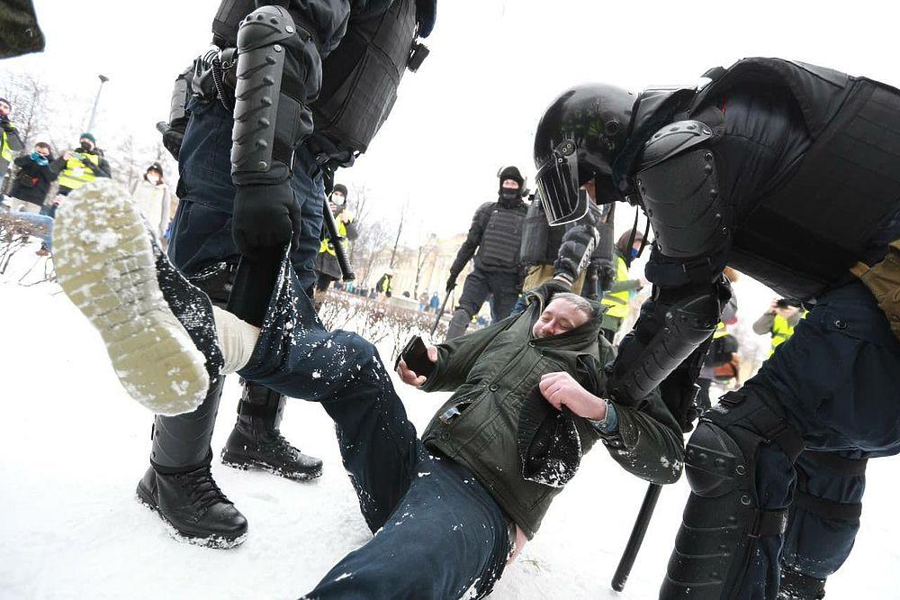 Несогласованный митинг 31 января в Петербурге: кадры с улиц города