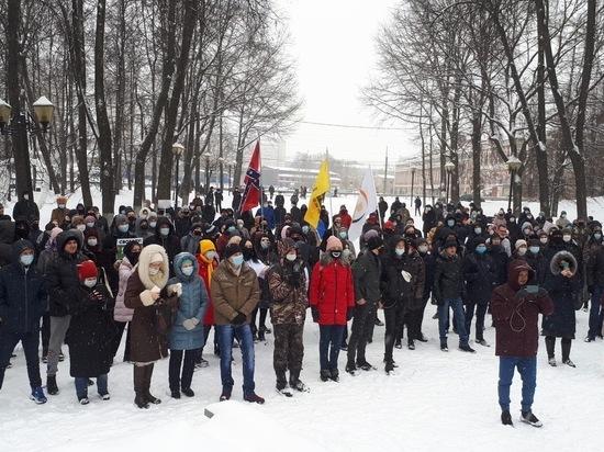 В Иванове митингующие рукоплескали полицейским