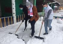 Молодежь Йошкар-Олы расчистила от снега площадки детских садов