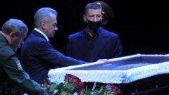 Шойгу простился с Василием Лановым в театре Вахтангова