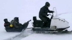 Сахалинских рыбаков унесло в море на льдине: экстремальные кадры