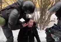 Бойцы ОМОНа спасли девушку, потерявшую сознание на митинге в Петербурге
