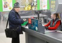 В течение прошлого года люди с особым рвением опустошали банковские счета, переводя свои сбережения в кеш