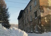 Новокузнечан выселили из многоэтажного дома из-за разрушившейся крыши