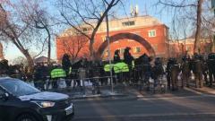 Перед заседанием по делу Навального Мосгорсуд оцепили силовики