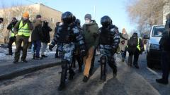 У Мосгорсуда начались массовые задержания сторонников Навального