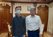 16-летний Саша Халмактанов из Улан-Удэ практически ничего не видит, но обожает программировать и играть на фортепиано