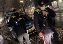Немецкая полиция сообщила, что на днях в Берлине был арестован мужчина по обвинению в том, что он поддерживал радиосвязь с воздушным транспортом, в том числе с полицейскими вертолетами, и давал поддельные указания по полетам, выдавая себя за представителя авиационных властей