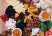 Диетолог объяснил, чем опасно чрезмерное употребление сыра