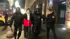 На акции за Навального в Москве близнец вступился за брата