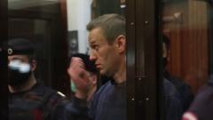 Навальный на приговоре в суде показал жене трогательный жест