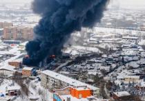 СМИ: в страшном пожаре на складе в Красноярске погибли трое спасателей