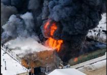 При пожаре склада в Красноярске нашли тело человека