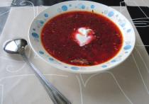 В настоящее время государство выделяет 61 рубль в день на питание каждого ребенка