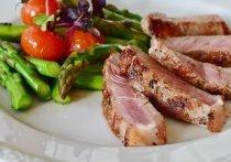 Для того, чтобы сохранить свое здоровье, врач советует употреблять пищу с белками как растительного, так и животного происхождения
