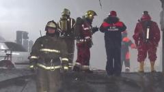 Трое пожарных погибли в горящем складе: кадры из Красноярска