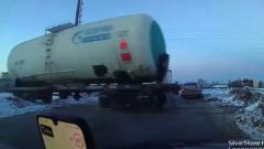 В Чебоксарах сбежавший вагон напугал водителей: видео