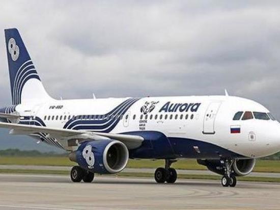 Дымившийся самолет встал на взлетно-посадочной полосе Южно-Сахалинска