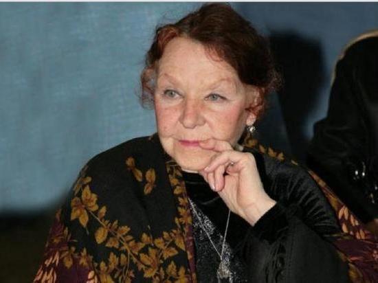 Из-за болезни Паркинсона 91-летняя актриса не может покинуть дом