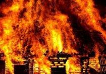В Кузбассе сильный пожар практически сжег дотла жилой дом