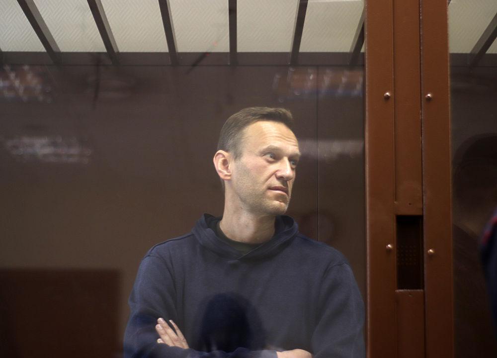 Навальный постарел за три дня: кадры из суда по клевете