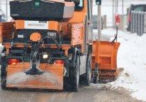 В Кирове выводят спецтехнику на борьбу со снегом