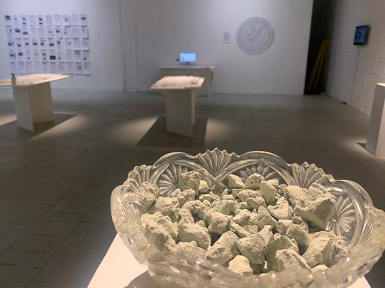Художница Машару представила коллекцию съедобной почвы, глины и мела