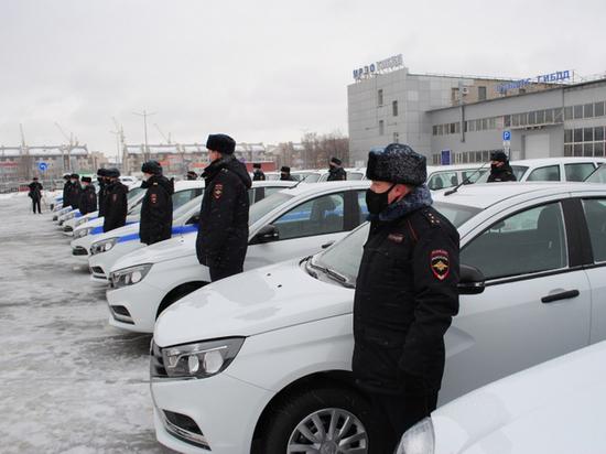 Тамбовским полицейским вручили ключи от новых автомобилей