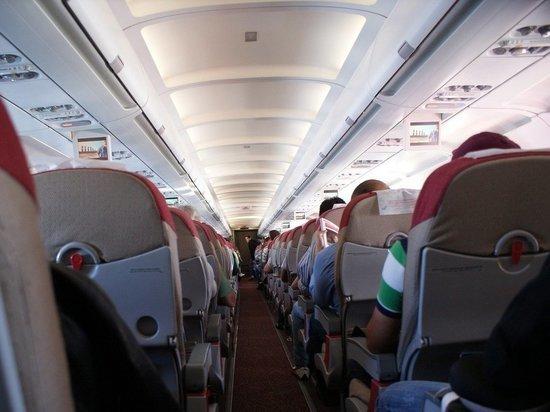 Из-за трещин в лобовом стекле экстренно приземлился самолет, летевший в Магнитогорск