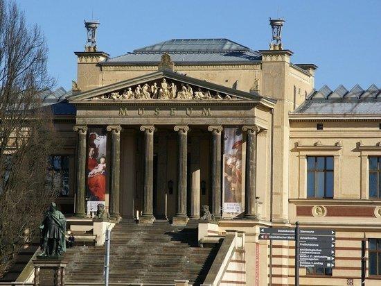 Когда в Германии откроют музеи