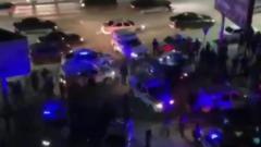 Толпа окружила отдел полиции в Махачкале после убийства экс-главы села