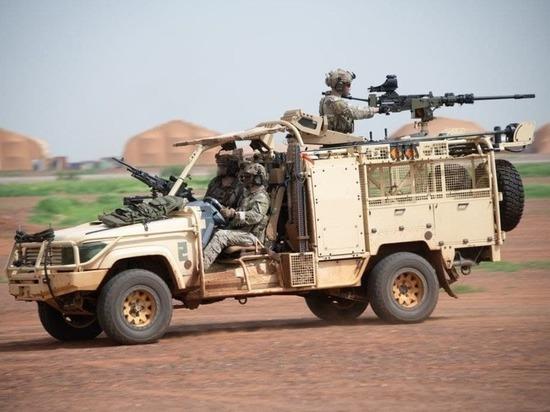 Франция начала наращивать военный контингент в тропической Африке