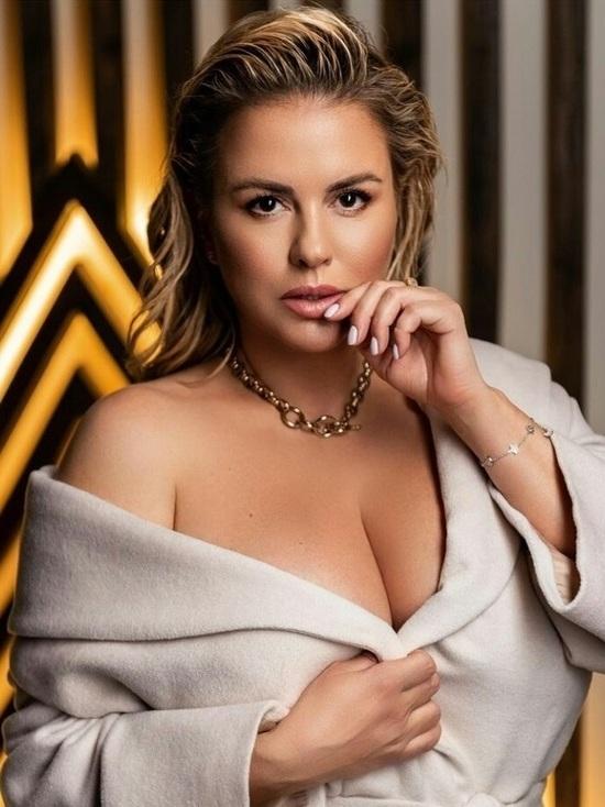 Известный футболист предложил отрезать грудь Анне Семенович