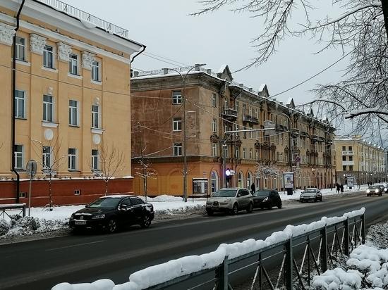 Почему один дом на пр.К.Маркса в Петрозаводске остался не покрашен. ФОТО