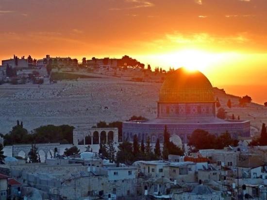 Израиль первым в мире привил от COVID-19 больше половины жителей