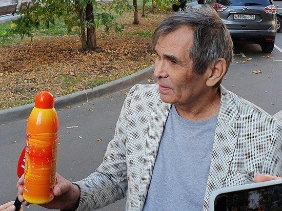 Продюсер оказался в инвалидном кресле, что не помешало ему улететь в Калининград