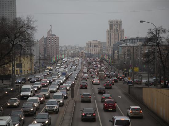Москвичей уведомили о восьмибалльных пробках во вторник вечером