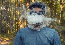 Согласно исследованию, зараженные COVID-19 курильщики вейпов на 17% чаще распространяют коронавирус, когда они выдыхают дым, который может переносить до 1000 капель на расстоянии более двух метров