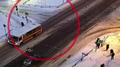 В Петрозаводске пешеход попал под автобус