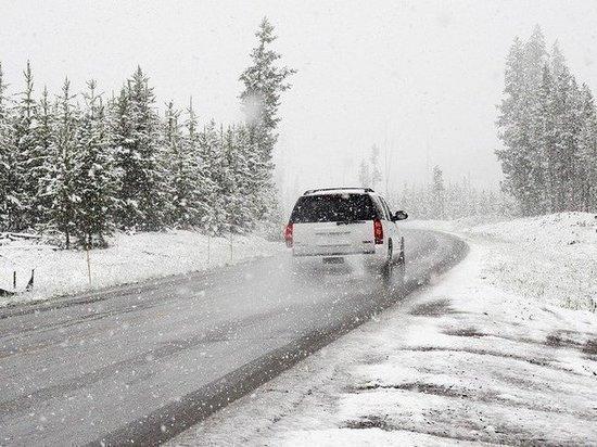 Синоптики предупредили жителей 12 регионов России об опасной погоде