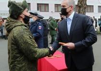 Крымским курсантам вручили лейтенантские погоны