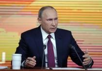 Дмитрий Песков заявил журналистам, что на встрече президента с руководителями СМИ вечером 10 февраля, которая прошла в режиме видеоконференции, присутствовали 35 человек, которые представляли телеканалы, информагентства, электронные СМИ и газеты