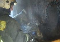 Огонь объял строительные леса в строящемся доме на Светлановском