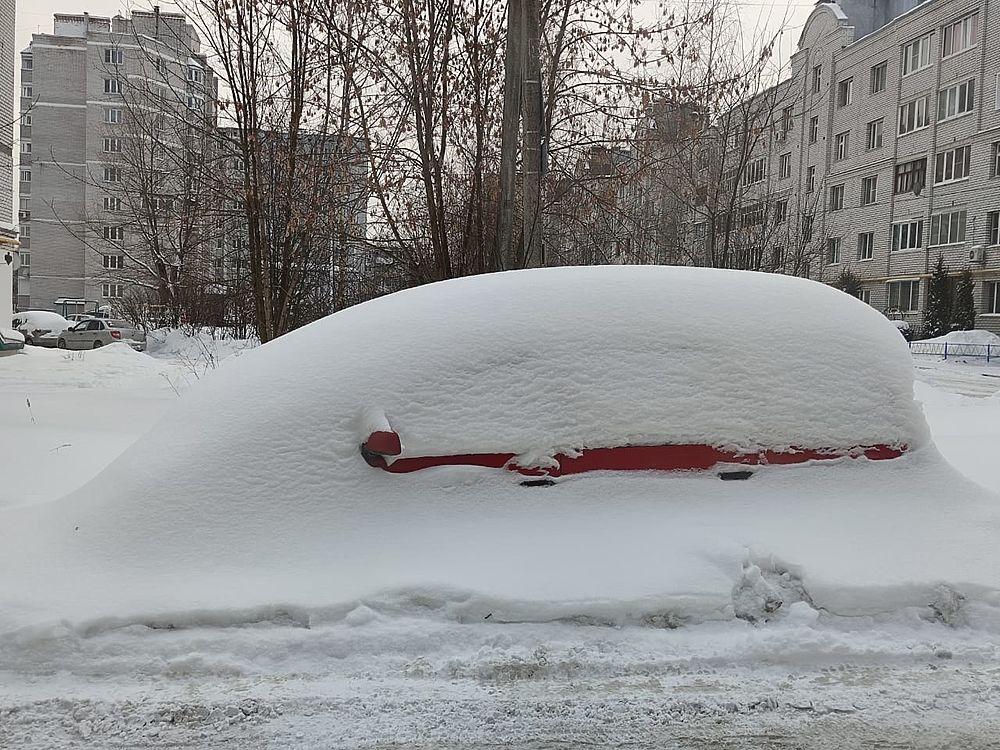 Калуга проснулась под снежными завалами Волкера