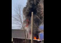 «Фасад разорвало»: в Красноярске загорелся крупный склад