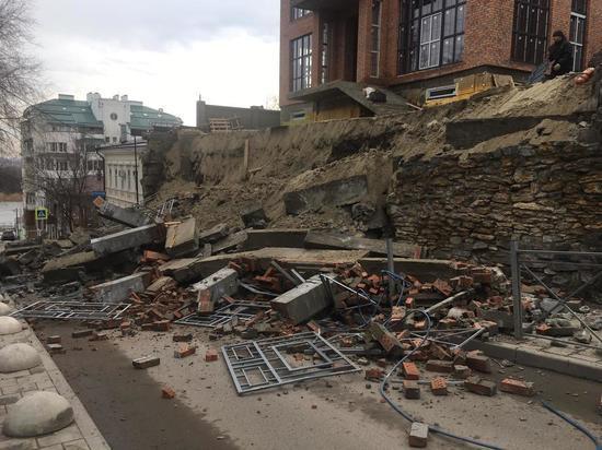 В Ростове на Семашко обрушилась стена