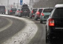 Эксперты рассказали, как ехать в пробках во время снегопада