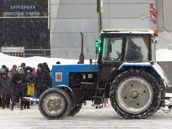 Москва потратит на расчистку дорог от снега три дня