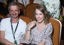 """39-летние светские львицы блогер и писательница Елена Мироненко, более известная как Лена Миро и телеведущая Ксения Собчак обменялись """"любезностями"""" в сети"""